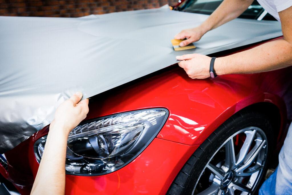 Процесс оклейки автомобиля виниловой пленкой Hexis Vinyltrade
