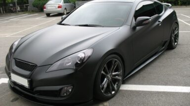 Оклейка автомобиля черной пленкой, бэтмобиль
